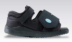 Darco Med-Surg Shoe Black Square-Toe Women's Small