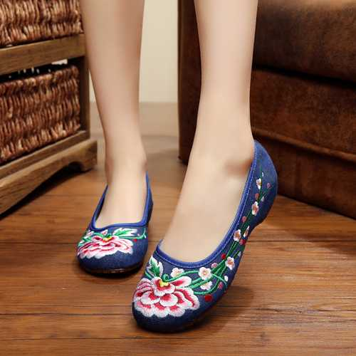 Big Size Chinese Style Embroidered Flower Flat Loafers Soft Sole Slip-ons