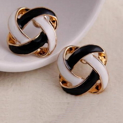 1 Pair Women Earrings Korean Vintage Charming Black and White