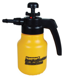 Pipeman Install Solution 42oz Pressurized Pump Sprayer