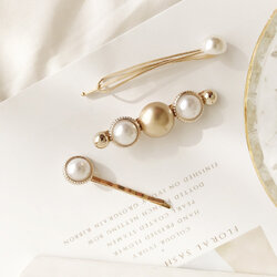 Elegant Pearl One-Band Hair Clip