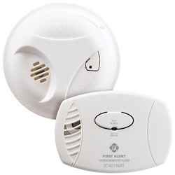 First Alert 1039879 Smoke (SA303) & Carbon Monoxide (CO400) Detector Combo Pack